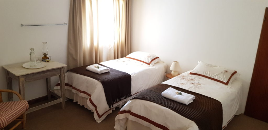 ROOM 4 HAS TWO SINGLE BEDS AND SHARES A BATHROOM WITH ROOM 5. PRIVATE USE OF THE BATHROOM IS AVAILABLE AT AN EXTRA R50 PER NIGHT.